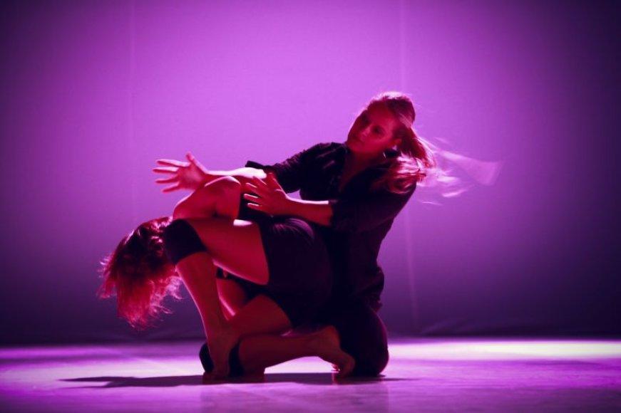 """Išvykstantys šokėjai kauniečiams siūlo pažiūrėti du savo šokio spektaklius – """"Interjerai"""" ir """"Tabula Rasa""""."""