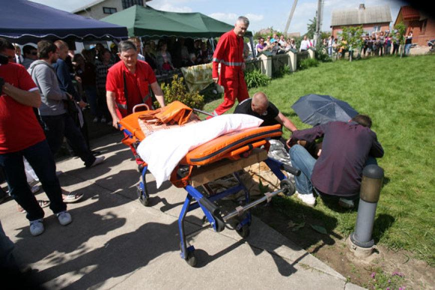 Vyriškį išvežė atvykę greitosios pagalbos medikai