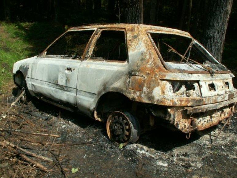 Pavogtas mašinas vagys naudojo kitiems nusikaltimams atlikti. Vėliau jas sudegindavo.