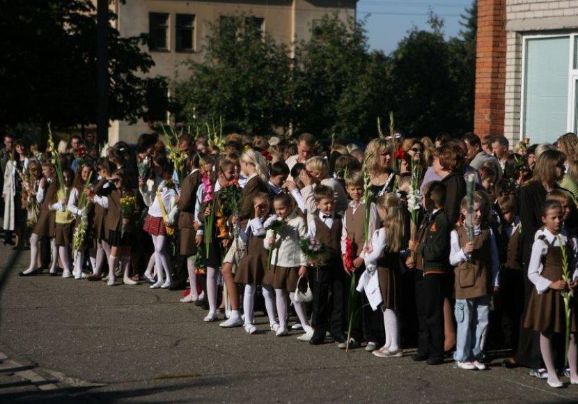 Kauno mokyklose šį rugsėjį mokslus pradės mažiau moksleivių. Moksleivių skaičiaus mažėjimo neišvengė nei valstybinės, nei privačios mokyklos.