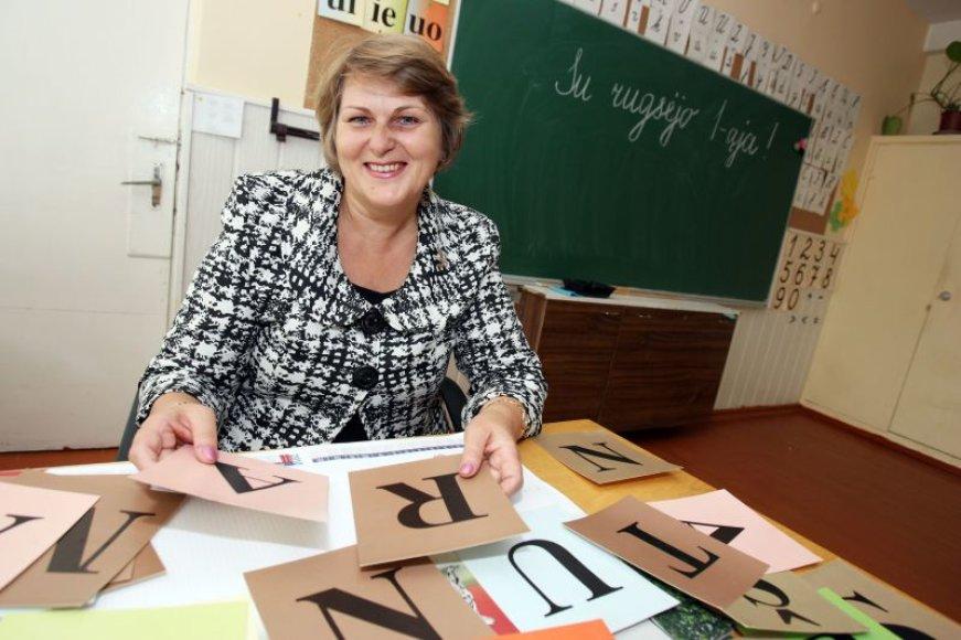 34 metus pradinių klasių mokytoja dirbanti D.Mikalauskienė pastebi, jog dabartiniai pradinukai aktyvesni, žingeidesni bei mažiau drausmingi.