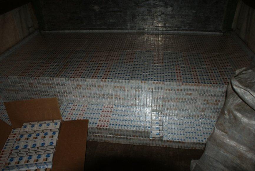 Kaune, vienos bendrovės sandėlyje, rastos kontrabandinės cigaretės