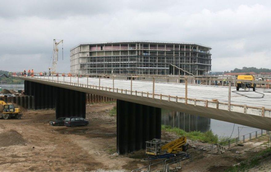 Antrajam tiltui, kuriuo bus galima patekti į Nemuno salą ir joje esančią Žalgirio areną, siūloma suteikti Karmelitų vardą.
