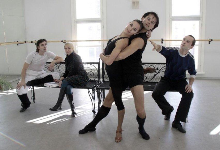 """Spektaklyje """"Dulkių spindesys"""" šoka ne tik Kauno muzikinio teatro baleto trupė, artistai, bet ir kviestiniai svečiai. Pavyzdžiui, baleto primarijus N.Juška."""