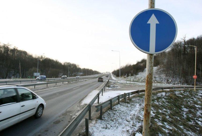 Susisiekimo ministerija artimiausiu metu neketina panaikinti eismo apribojimų nuvažiavime nuo magistralės A1.