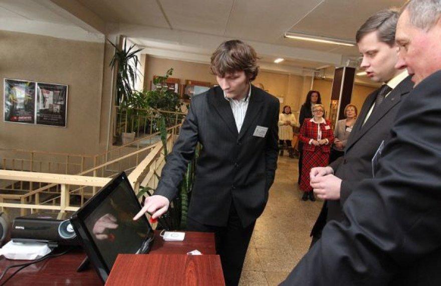T.Ivanausko mokyklos bendruomenė dar tik pratinasi prie elektroninių naujovių. Penktadienį jos pristatytos ir miesto valdžiai