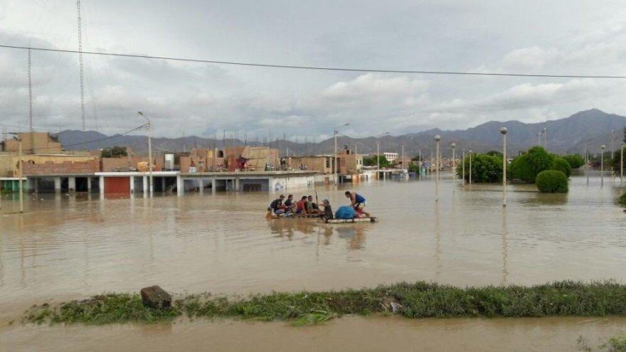 """Projekto """"Žiniasklaida vystymuisi"""" nuotr./Pietinė Peru dalis, potvynis"""