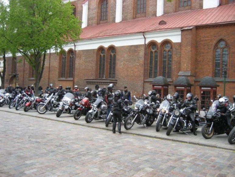 Pirmoji stotelė - Kauno arkikatedra bazilika, kurioje vyko specialios Šv. Mišios baikeriams