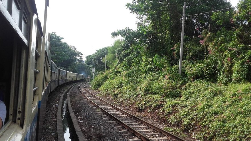Vaido Mikaičio nuotr./ Vaizdai pro traukinio langą, važiuojant link Jangono