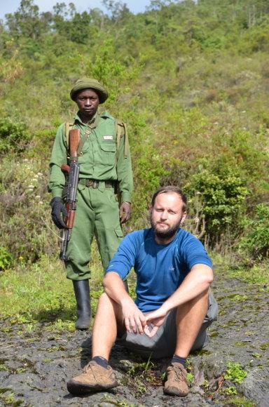 Dano Pankevičiaus nuotr./Kongo Demkratinė Respublika. Danas su kareiviu džiunglėse