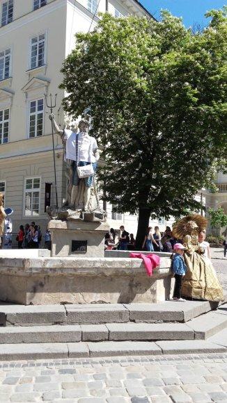Asmeninė nuotr./ Turgaus aikštėje stovi aprengtas Neptūnas