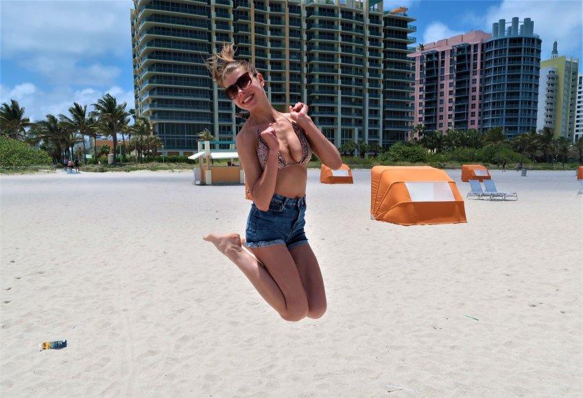 """""""Svajonių ambasadoriai"""" nuotr./""""Svajonių ambasadorė"""" Aušrinė  Majamyje, viename iš paplūdimių"""