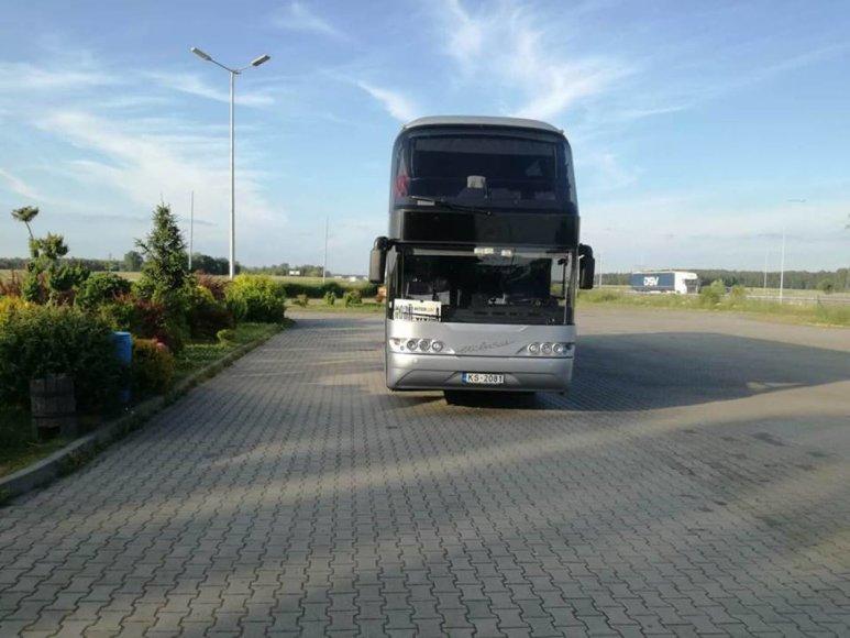 Arno Zacesino nuotr./Autobusas, kuriuo grupė lietuvių ir latvių keliauja į Juodkalniją ir Kroatiją