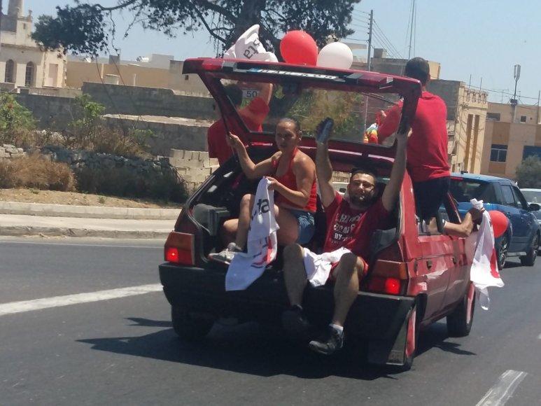 Autorės nuotr./Maltiečiai švenčia pirmalaikių rinkimų pabaigą