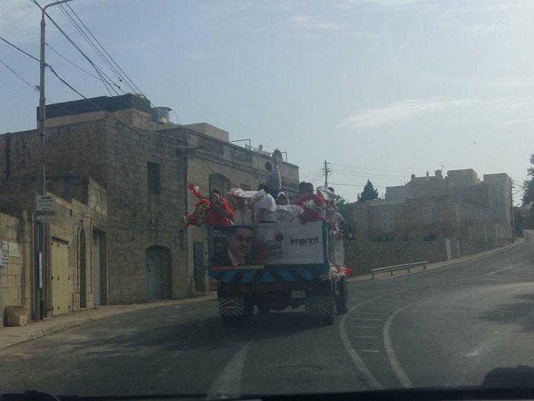 Autorės nuotr./Taip maltiečiai švenčia pirmalaikių rinkimų pabaigą