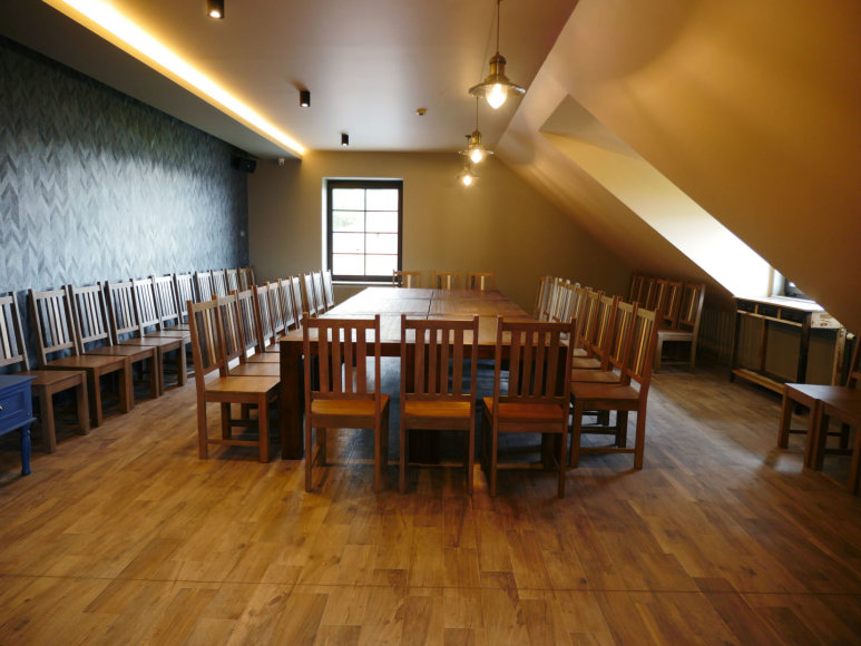 Linos Pčelincevaitės nuotr./Antrajame restorano aukšte – erdvi ir funkcionali bei šiuolaikiša konferencijų salė, galinti priimtiir šimtą dalyvių