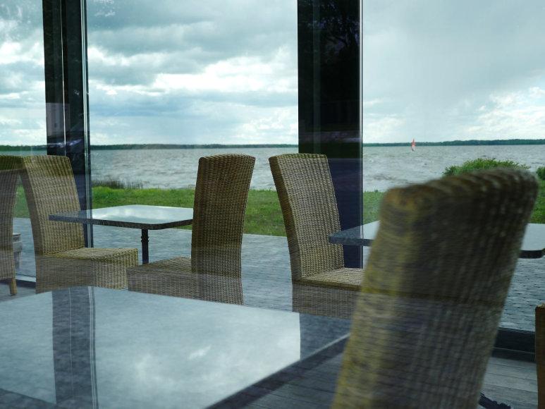 Linos Pčelincevaitės nuotr./Rėkyvos ežero panorama kaip ant delno: pasigėrėti nuostabiais vaidais galima tiek lauko terasoje, tiek restorano viduje
