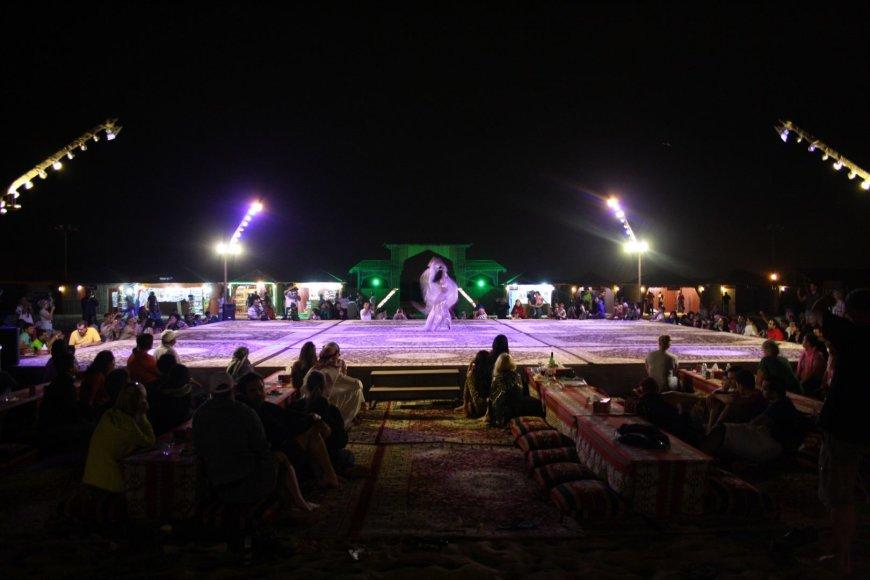Vaido Mikaičio nuotr./Pilvo šokėjos pasirodymas
