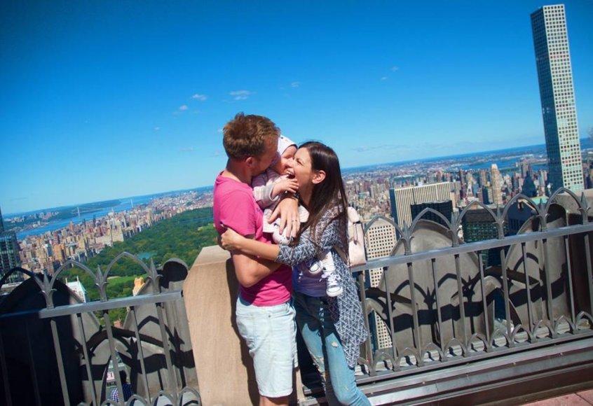 Asmeninės nuotr./Šarūnas ir Laura Mazalai su pirmagime JAV viešnagės metu