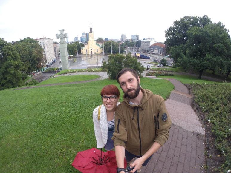 Asmeninė nuotr./Vilniečiai Mantas ir Simona Baltijos kelio 28-erių metų sukaktį paminėjo keliaudami per Lietuvą, Latviją ir Estiją