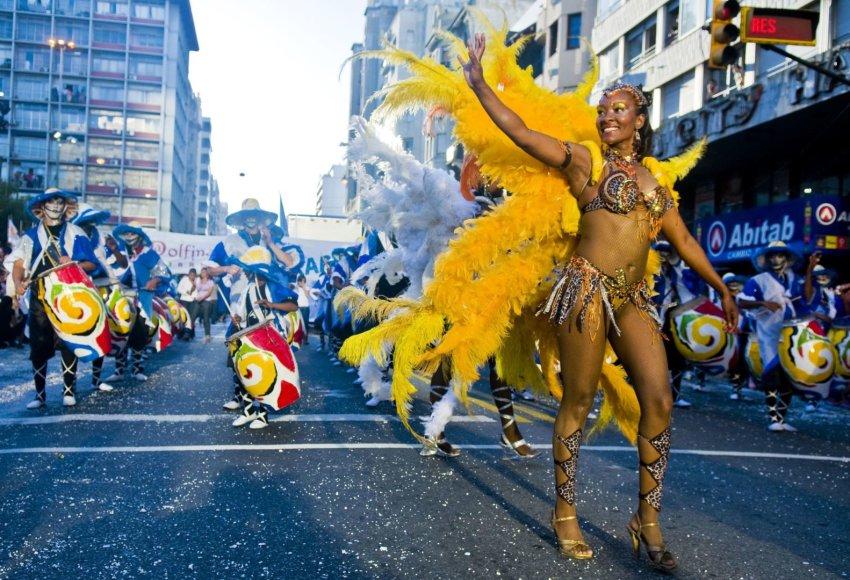 123rf.com /Urugvajuje vasarį vyksta spalvingi karnavalai