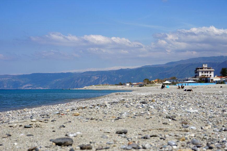 Asmeninė nuotr./Mortelle paplūdimys su vaizdu i Kalabriją