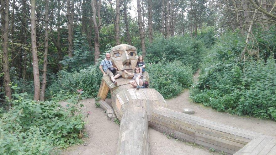 Asmeninė nuotr./Milžiniškos statulos yra labai gera proga vaikams (ir ne tik jiems) palaipioti