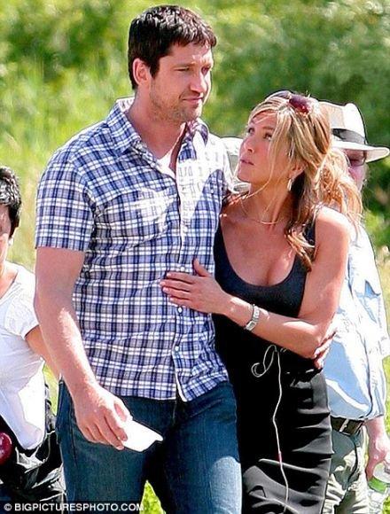 Sklinda gandai, kad aktorė Jennifer Aniston mezga naują romaną. Šįkart su kolega Gerardu Butleru.
