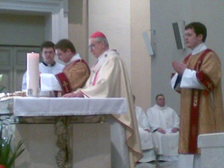Vilniaus Arkikatedroje vakar įšventintas 43 metų vyskupas augziliaras A.Poniškaitis tapo jauniausiu vyskupu Lietuvoje.