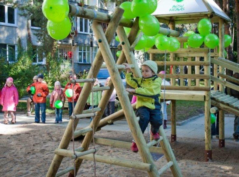 Renovuojamos vaikų žaidimų aikštelės.