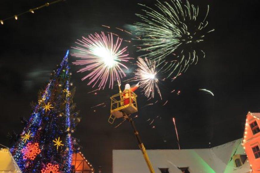 Kalėdų Senelis tradiciškai įžiebė miesto eglę. 2010 m. gruodžio 4 d.