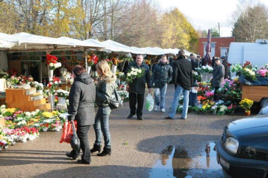 Prekybą prie kapinių gali administruoti savivaldybė arba turgus.