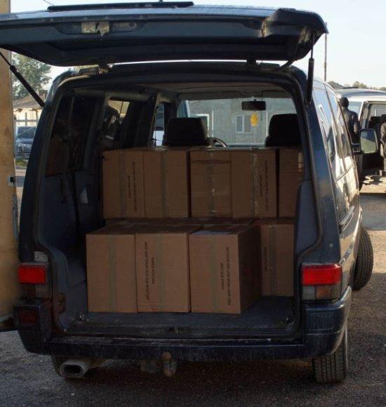 Iš viso įvykio vietoje muitinės kriminalistai surado 142 dėžes nelegalių rūkalų.