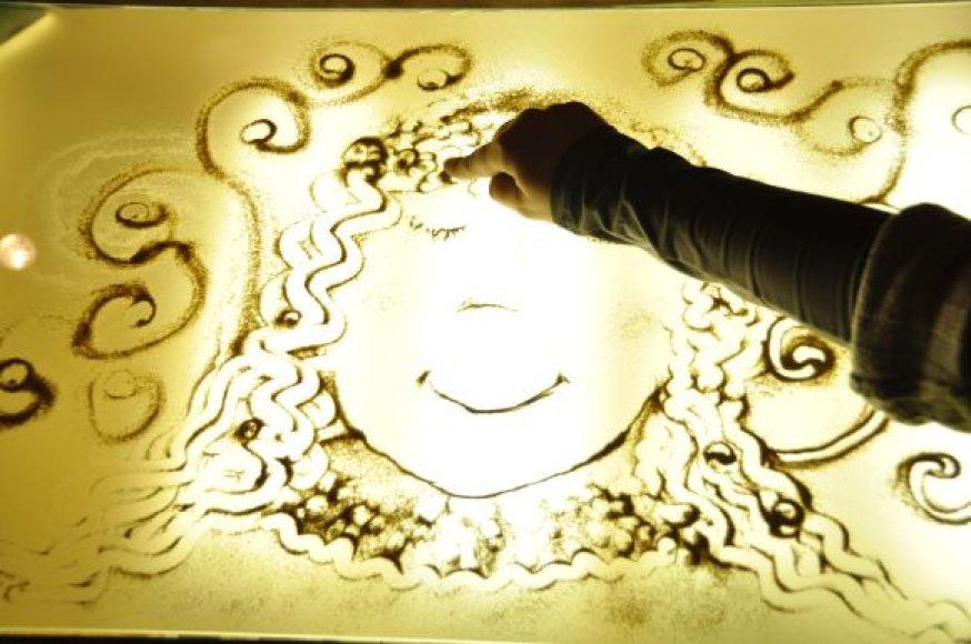 """Projektas skiriamas """"Smėlio meno terapijos centro"""" įkūrimui."""