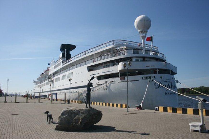 """Klaipėdoje šeštadienį apsilankęs  pirmasis šiųmetinis kruizinis laivas """"Princess Daphne"""" atidarė kruizinės laivybos sezoną."""