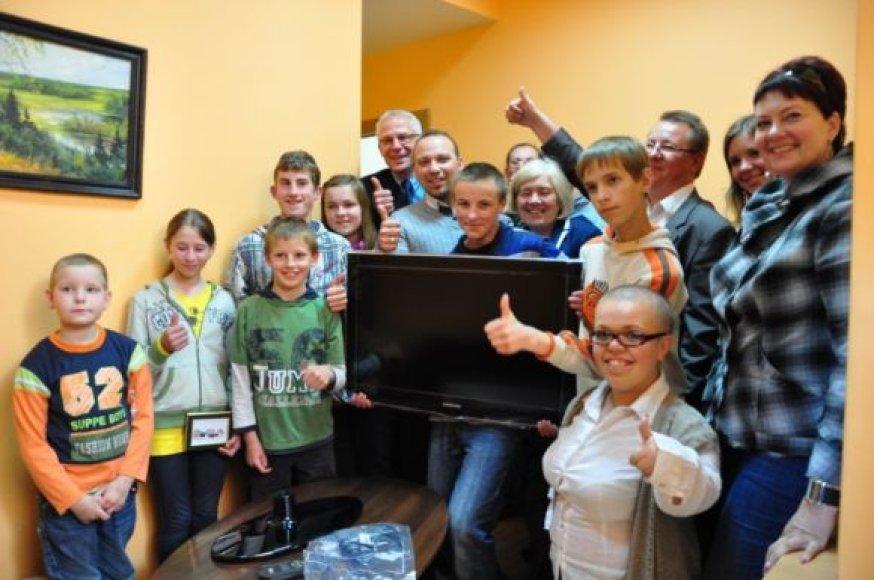 Pirmosios dovanos iškeliavo pas kaimynus – į Plungės ir Skuodo rajonų socialines įstaigas.