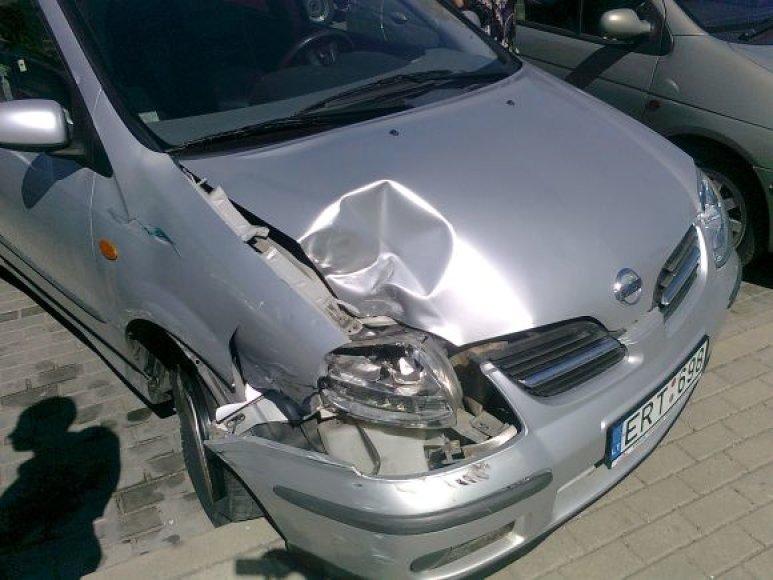 Incidento metu buvo apgadinti keli automobiliai.