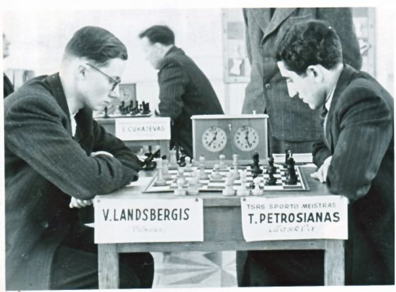 V.Landsbergis šachmatais žaidžia nuo jaunystės.