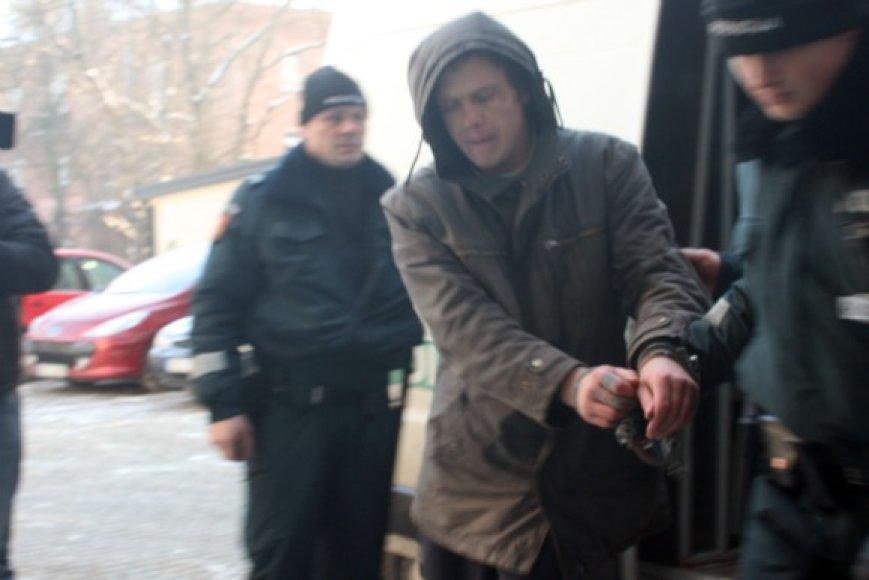 Motinos nužudymu įtariamas Aidas Paulavičius į Klaipėdą pargabentas iš Vokietijos, kur kurį laiką slapstėsi.