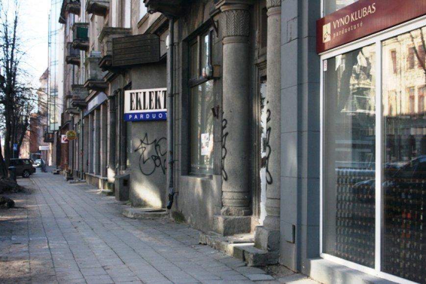 Klaipėdos savivaldybė naujomis taisyklėmis įpareigojo pastatų šeimininkus prižiūrėti savo turtą ir nuvalyti statinius darkančius užrašus.