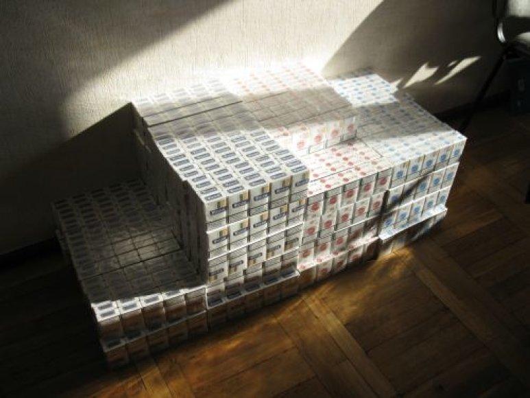 Vilnietis į Palangą atkeliavo su nelegaliu kroviniu - kontrabandinėmis cigaretėmis.