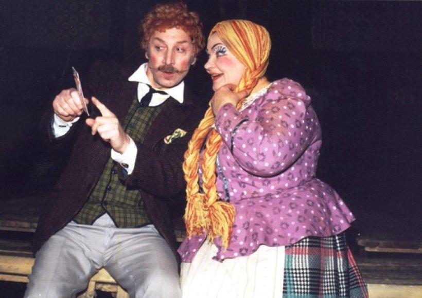 """Nuo pirmojo lietuviško vaidinimo """"Amerika pirtyje"""" pastatymo Palangoje, praėjo 110 metų. Dabar šį spektaklį klaipėdiečiams atveš Kauno valstybinis dramos teatras."""