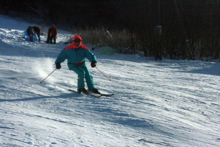 Pikteikių slidinėjimo trasoje savaitgaliais užverda gyvenimas: slidžių sporto mėgėjai stengiasi išnaudoti kiekvieną žiemos dieną.