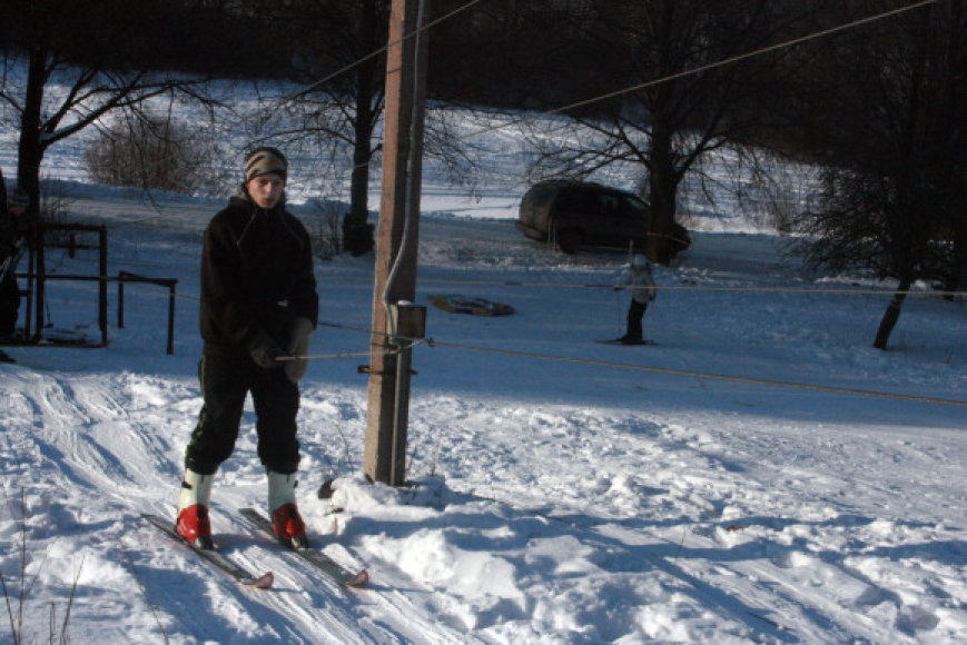 Pikteikių slidinėjimo trasoje įrengtas ir keltuvas.