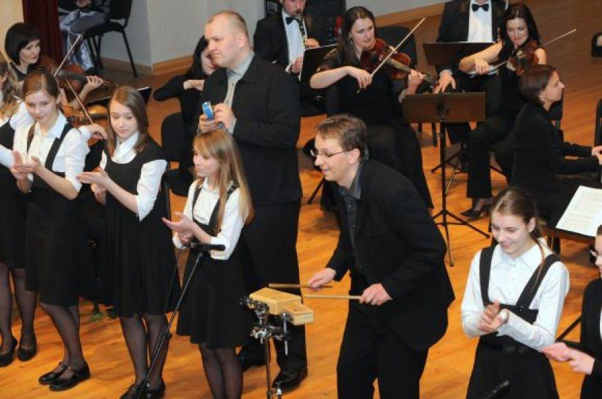 Žaismingos muzikos orkestras ir vėl kviečia klausytojus.