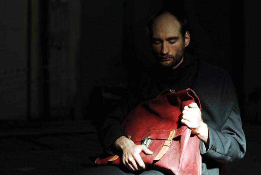"""""""Pamišėlio užrašuose"""" vaidina aktorius N.Gedminas."""