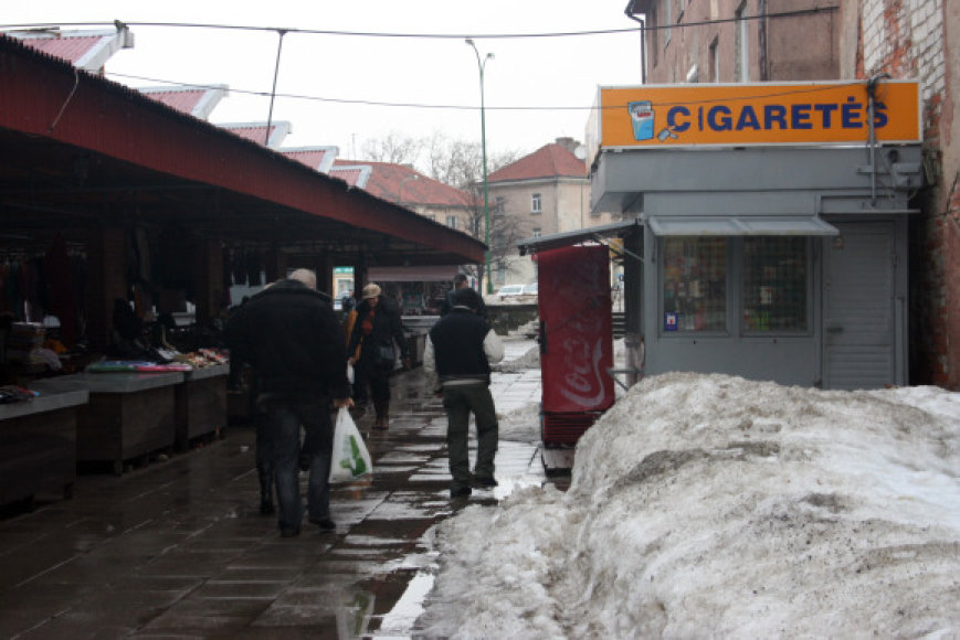 Senajame turguje cigaretėmis prekiaujama kioske.