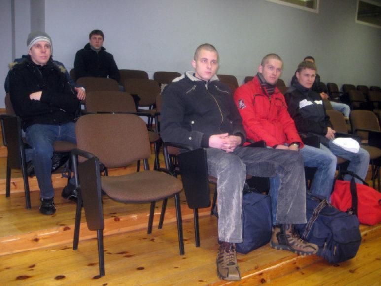 Iš Klaipėdos karo prievolės į Ruklą pirmadienį išvyko septyni jaunuoliai.