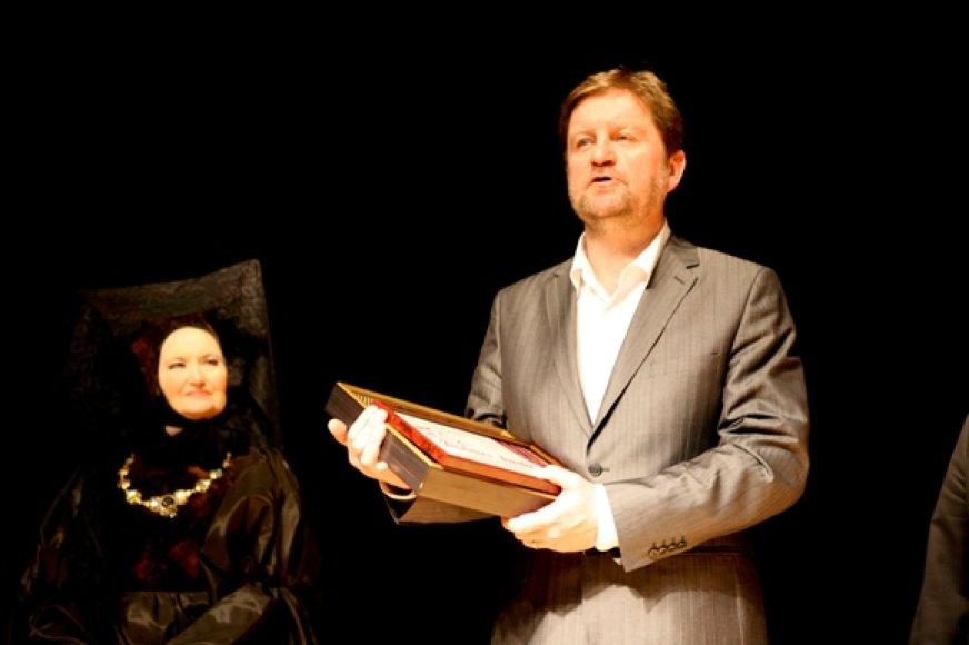 """V.Pupšys šiemet apdovanotas """"Padėkos kauke"""", tarp išvardytų nuopelnų – ir  spektaklis """"Alsuoti""""."""