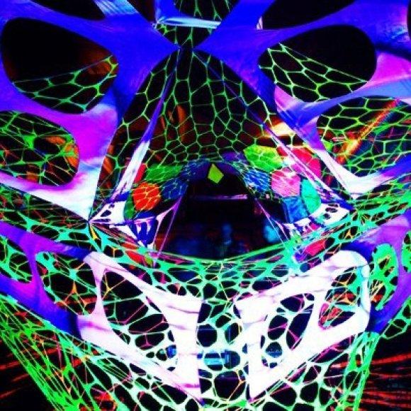 """Penktadienį klubas """"Dr.Who"""" kviečia pasinerti į """"Ultraviolet"""" šou."""